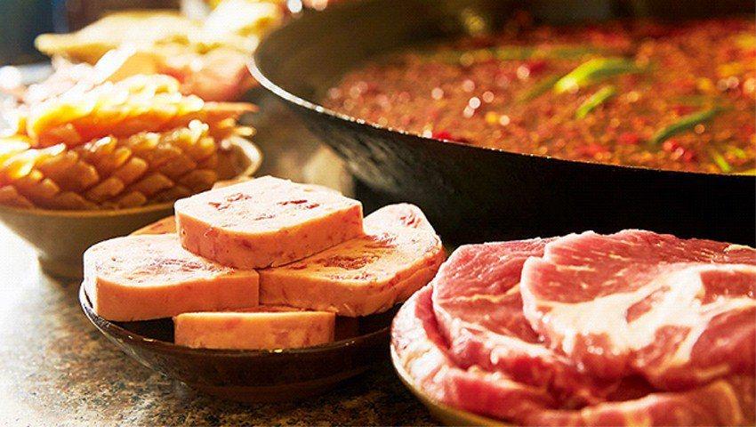 渝宗主打肉品,如選自榮昌豬的老肉片、午餐肉,厚度均是同業二倍。(攝影者.石吉弘)