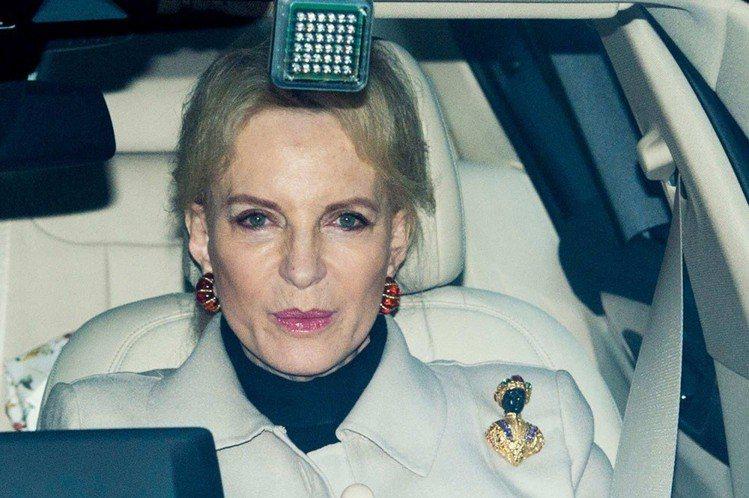 肯特麥可王子妃前往午宴,被發現別著美化黑奴形象的「黑人珠寶」胸針。圖/擷自the...
