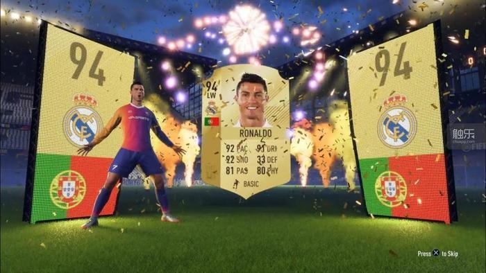《FIFA 18》中的開卡包畫面也非常誇張。