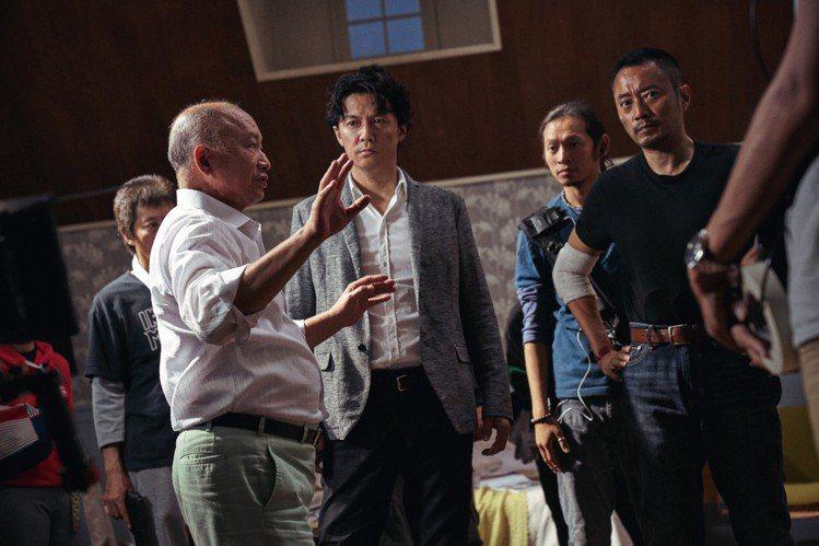 吳宇森在片場指導。圖/華映提供