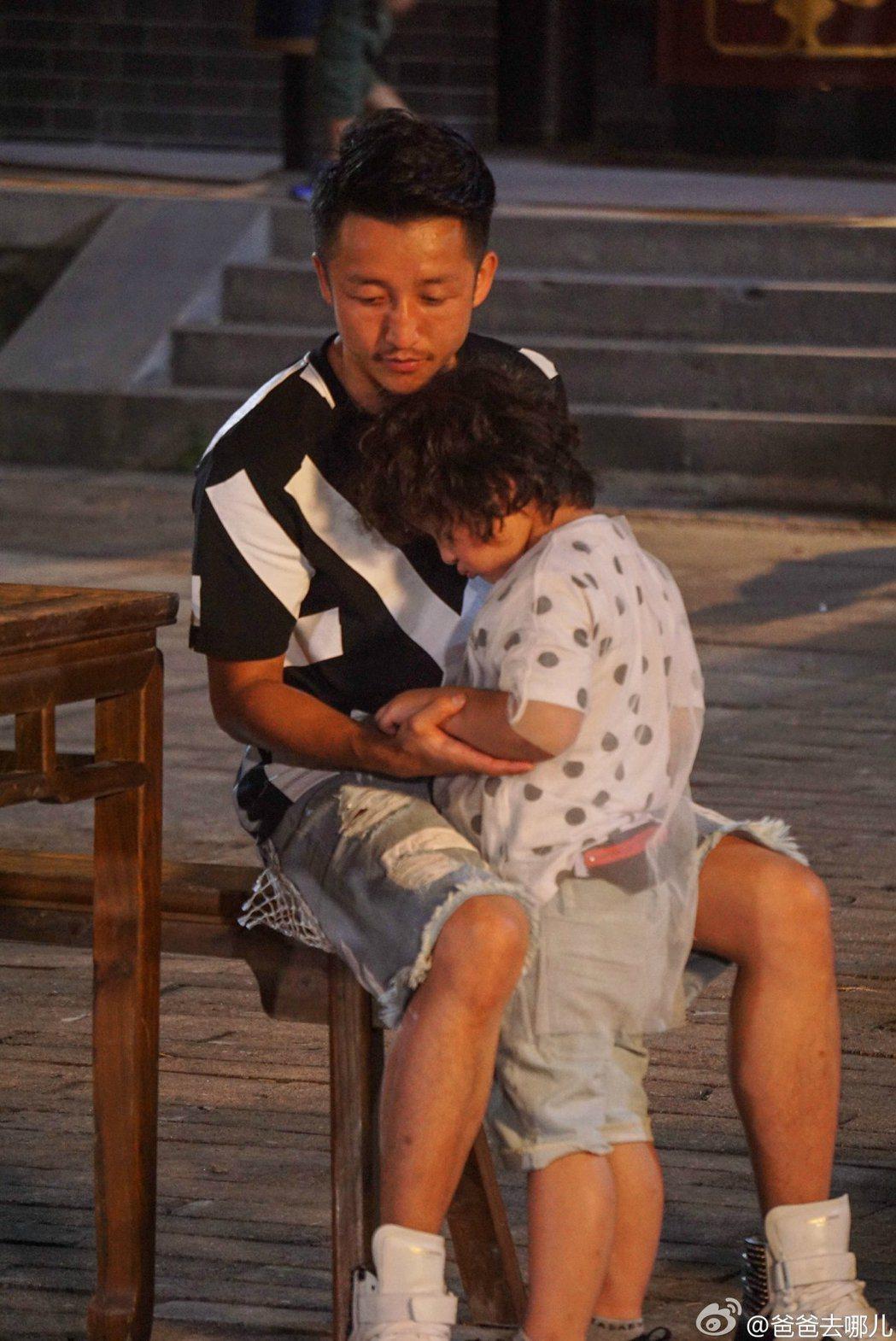 鄒市明曾帶著兒子參加「爸爸去哪兒」第三季。圖/擷自「爸爸去哪兒」微博