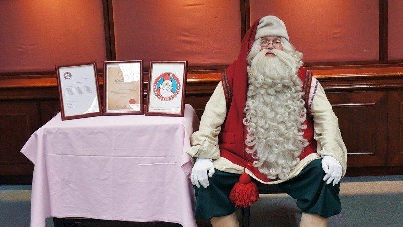 為了「驗明正身」,台北福華20日為聖誕老公公Finnish Santa舉辦記者會...