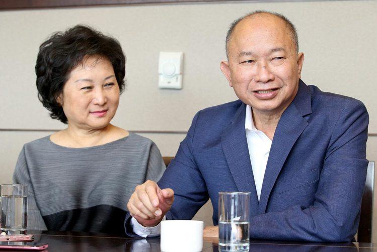 導演吳宇森(右)與牛春龍(左)鶼鰈情深。聯合報系資料照 記者余承翰/攝影