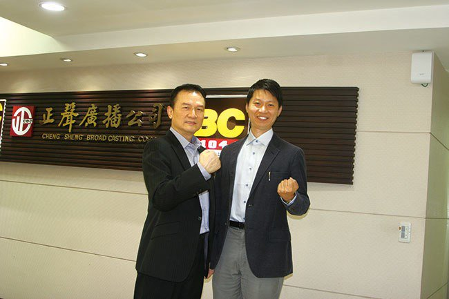 理財周刊發行人洪寶山(左)、台灣正念工坊創辦人暨執行長陳德中(右)