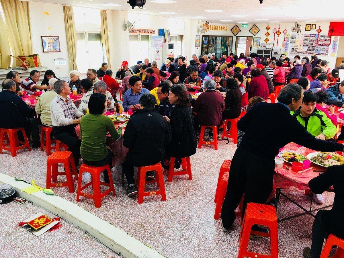 貢寮社區發展協會舉辦社區大會,並且舉辦共餐活動,希望新的一年,大家一起為社區的發...