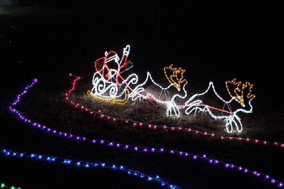 寶來溫泉公園耶誕夜開幕、點燈。(圖/高雄市觀光局)