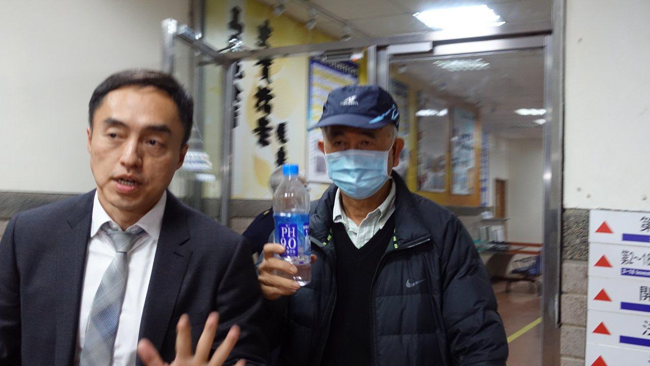蔡慶年(右)仍低調不多談。記者劉星君/攝影