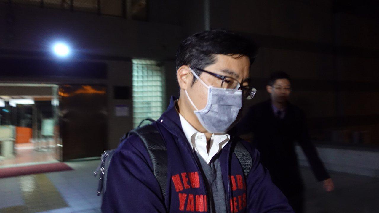 一銀聯貸銀行刁經理被檢方裁定10萬交保,員警接到他繳交交保金。記者劉星君/攝影