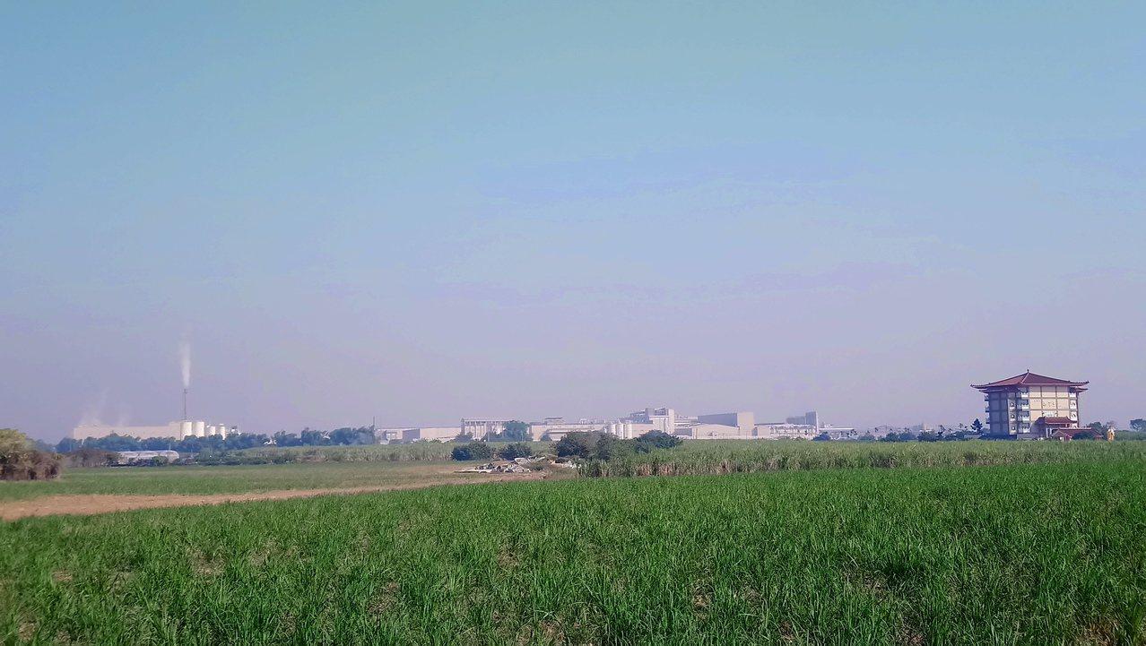今天上午嘉義縣市雖然有陽光,但仍有些灰濛濛的感覺。記者卜敏正/攝影