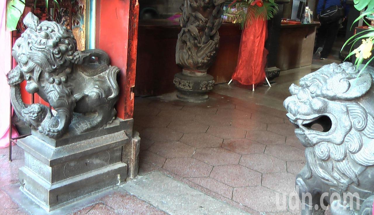 旗後天后宮中門石獅造型古樸。記者徐如宜/攝影