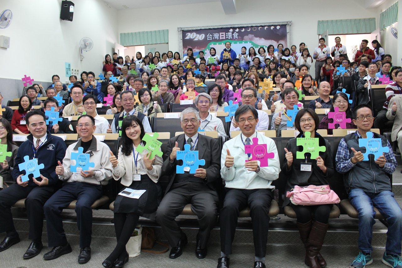 嘉義天文教育聯盟今簽約,為2020日環食準備。記者姜宜菁/攝影