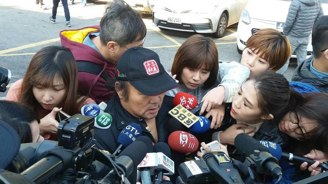 54歲陳姓貨車駕駛說現在只要一閉眼就想到當時的火燒情形,真的好害怕。記者陳雕文/...