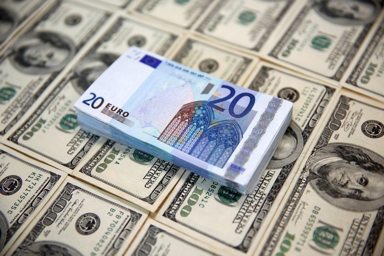 歐元今早重貶0.5%,原因出在加泰隆尼亞議會選舉和德國外長的警告。(路透)