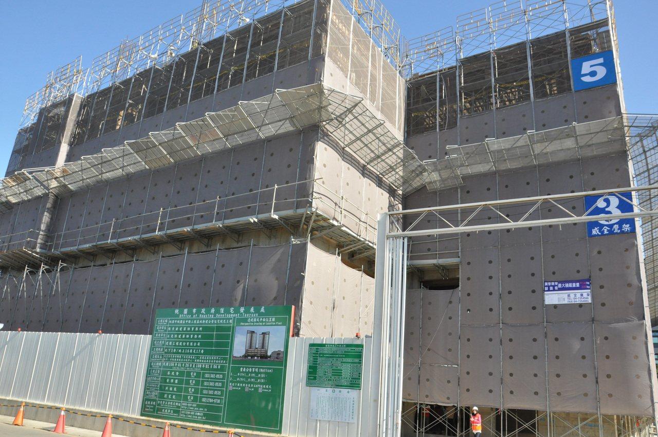 桃園區中路二號社會住宅是桃園市第一個開工的社宅,目前已蓋到6樓層。記者張裕珍/攝...