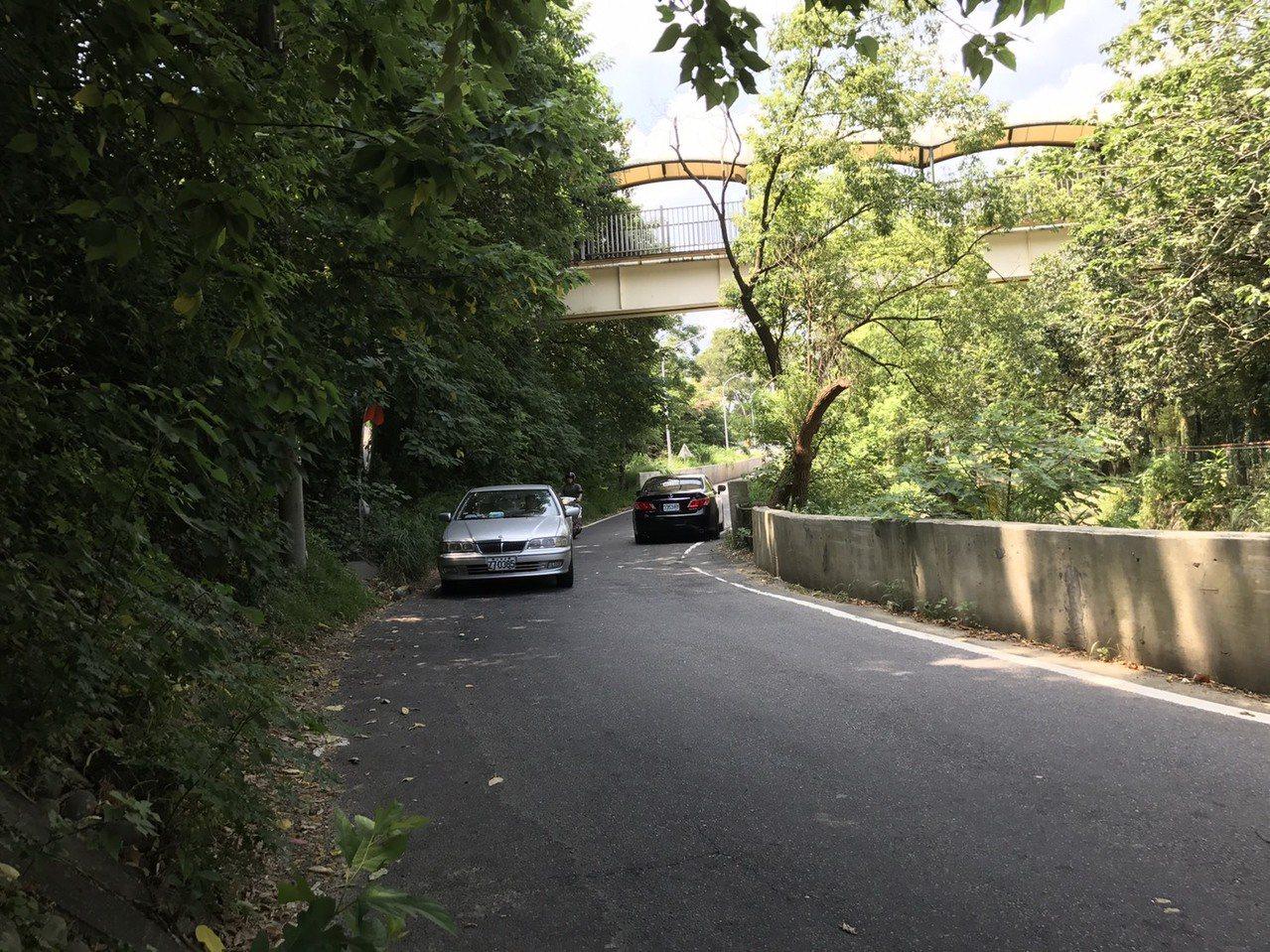 新竹市光復路一段525巷改善前的狀況。照片/市府提供