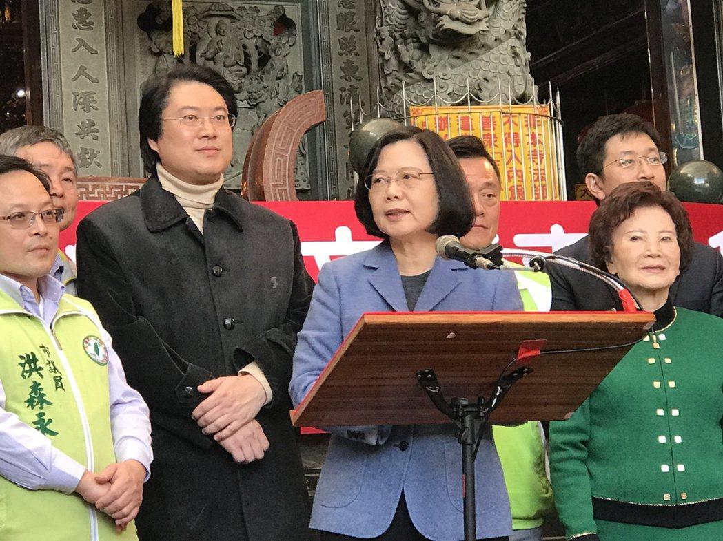 蔡總統說,台灣經濟表現會持續下去,當春天來的時候,大家都會感受到台灣是在進步,台...