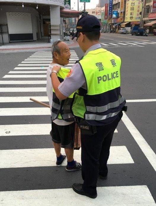 高雄市警方將對汽、機車未禮讓行人,展開1個月大執行。記者林保光/翻攝
