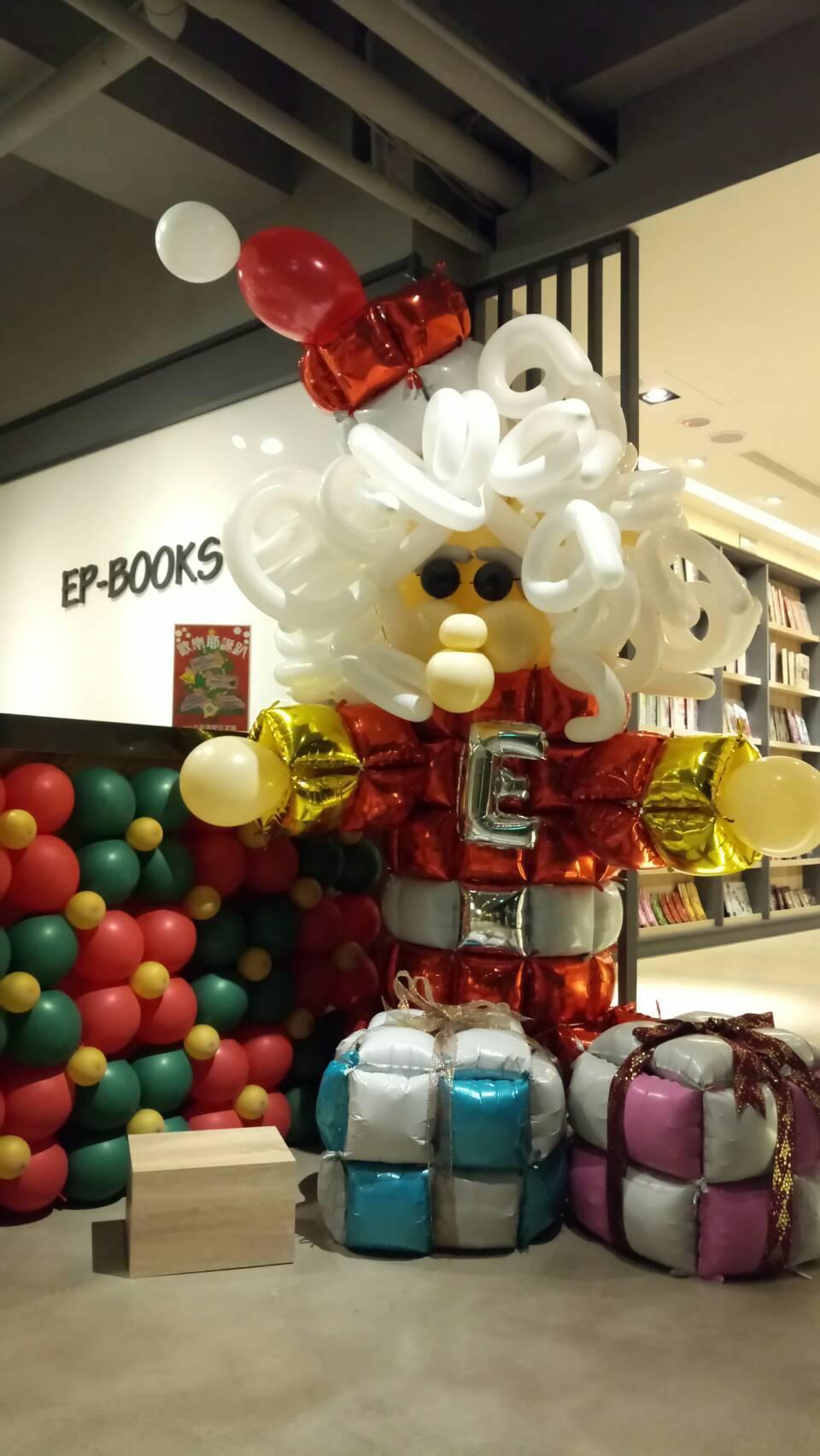 益品書屋今年首次舉辦歡樂耶誕趴,即日起至12月27日邀請氣球達人駐館,用氣球製作...