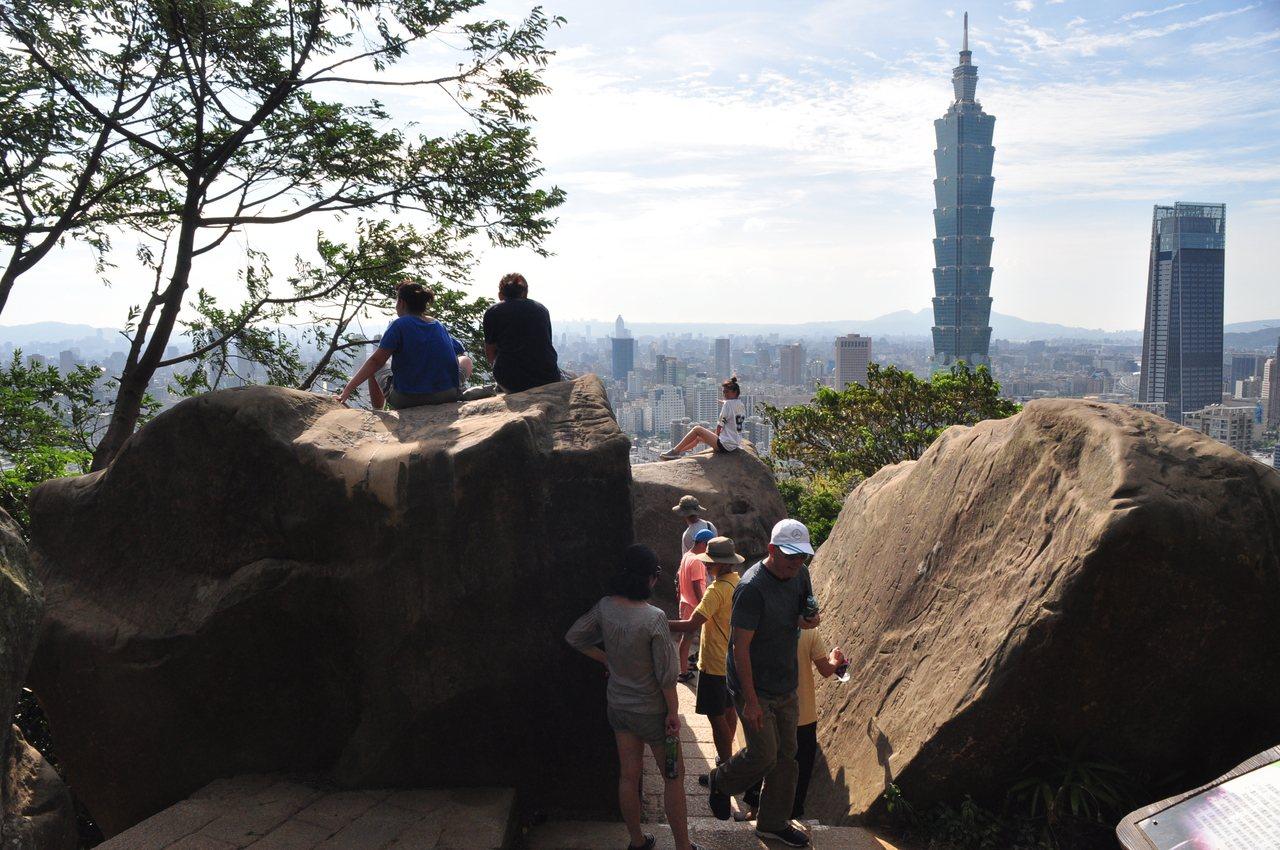 能夠欣賞台北101姿態的六巨石。圖/摘自臺北市政府工務局大地工程處官網