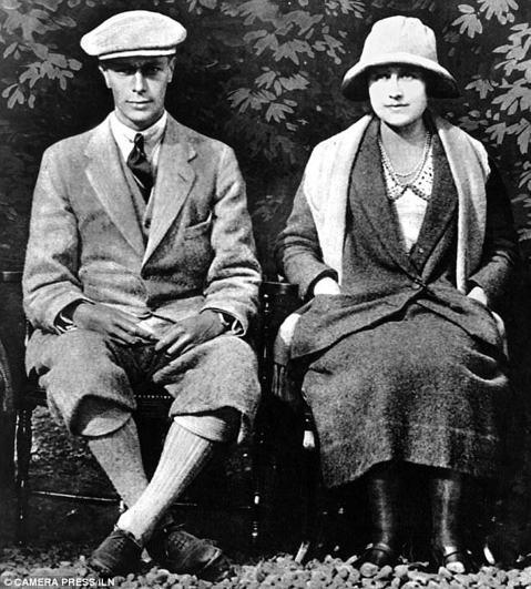 英國哈利王子和美國女星梅根馬可近日發布訂婚照,再度炒熱「皇室婚禮」話題。「每日郵報」找出歷代皇室成員的訂婚照比一比,明顯看出風氣從保守到開放的演進。    奧斯卡名片「王者之聲:宣戰時刻」描述的喬治...