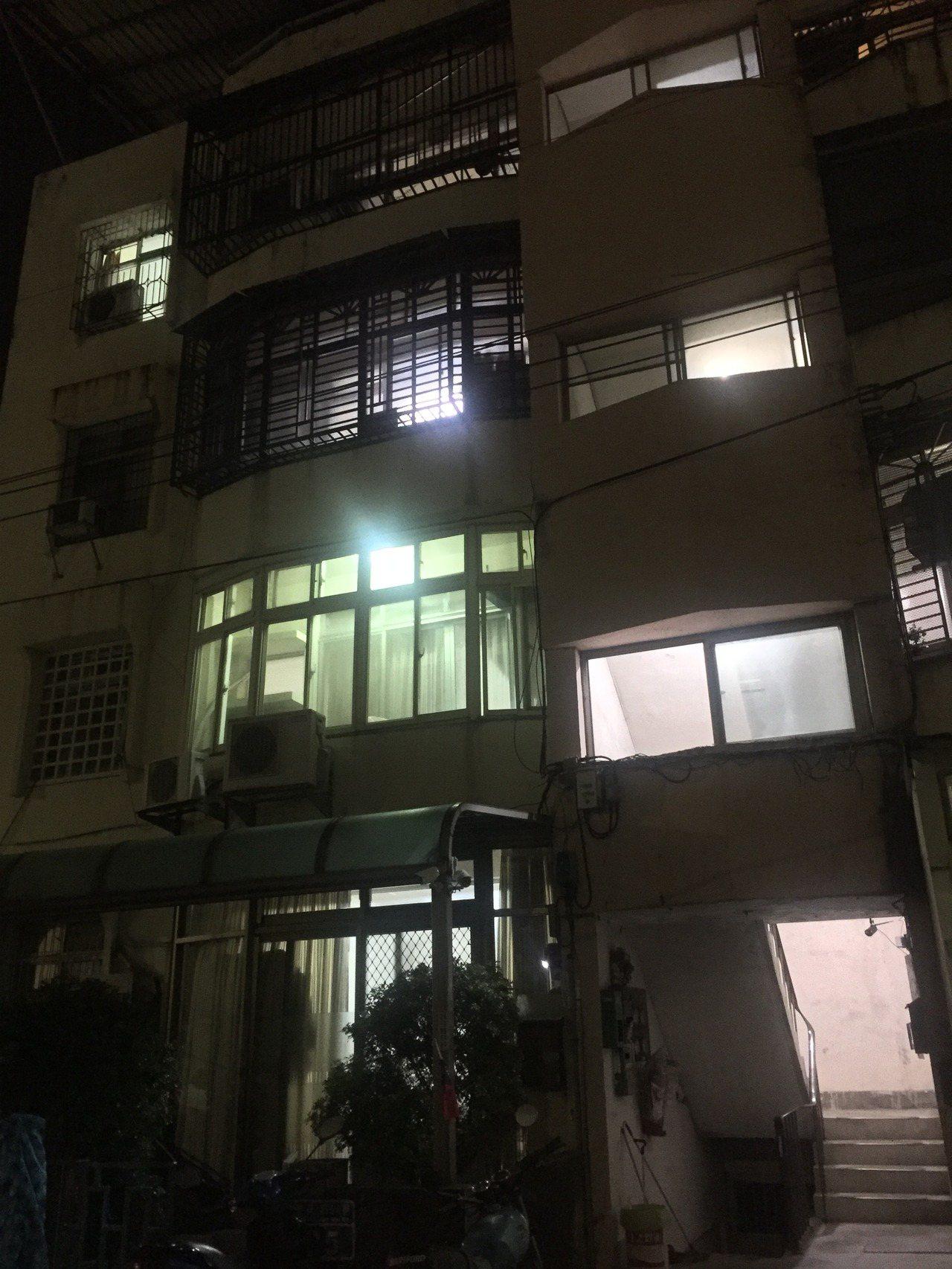 新竹市東區建美路公寓4樓發生一氧化碳中毒事件。記者郭宣彣/攝影