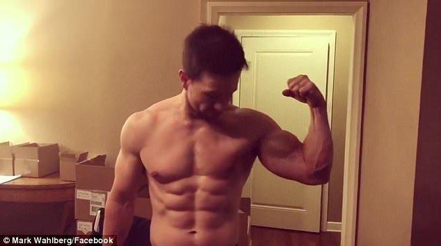 馬克華柏格46歲仍練出6塊肌。圖/摘自Instagram