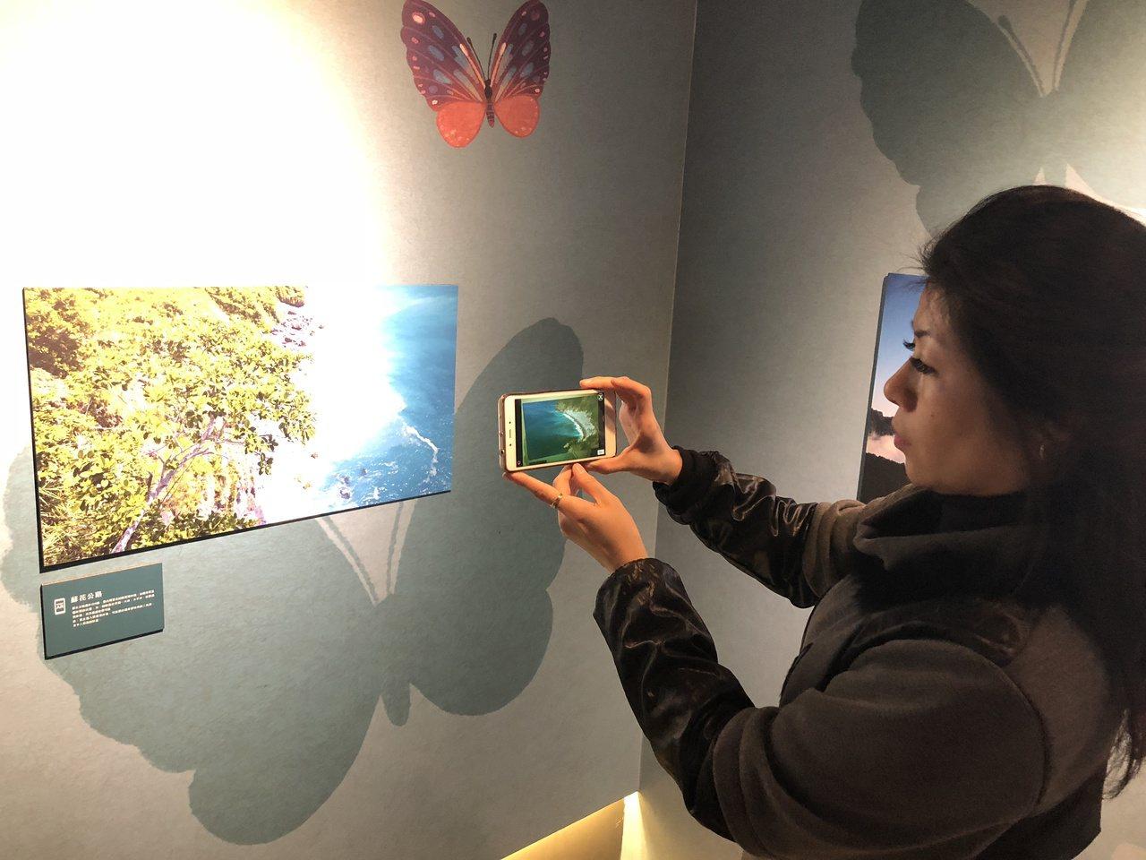「頑石未來城」展演空間首度上場的特展,為曲全立導演的「美力台灣3D」科技攝影展,...