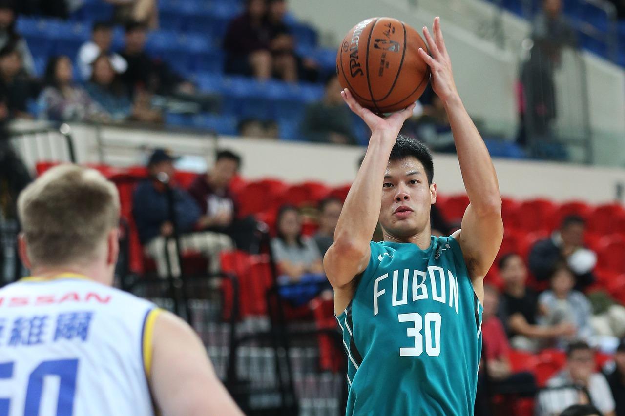 劉韋辰替補上場14分鐘繳出生涯新高的20分。圖/中華籃球協會提供