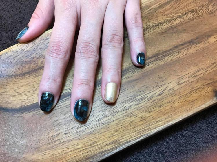 「綠野仙蹤」以綠、黑、金的色彩,搭配類似大理石紋的視覺感。圖/記者陳立儀攝影