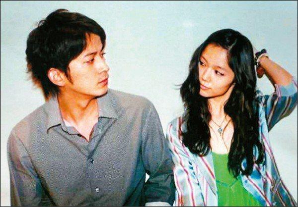 岡田准一與宮崎葵相戀多年。圖/摘自推特
