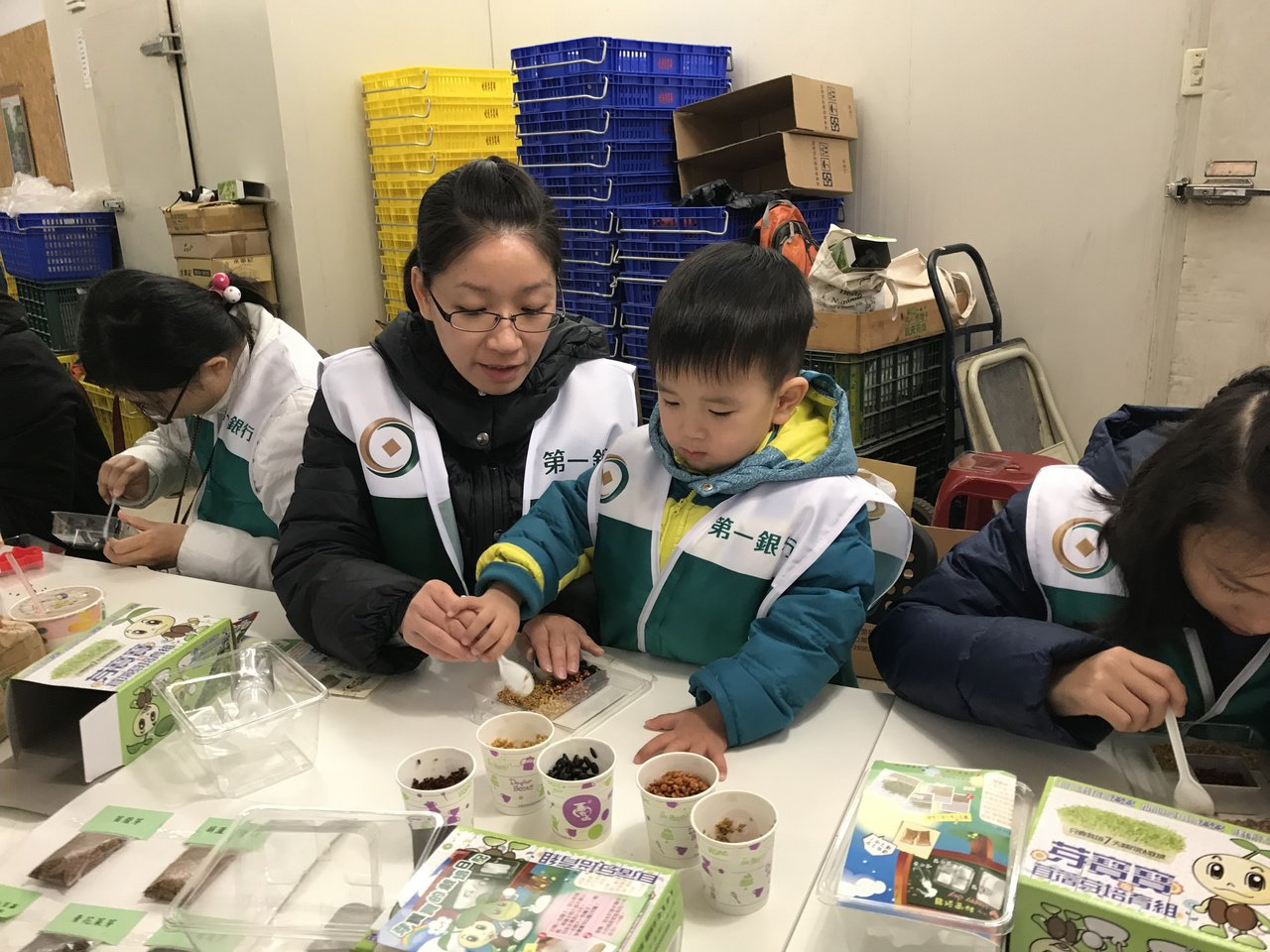 第一銀行全台送愛今年號召逾2,400志工投入公益。圖 /第一銀行