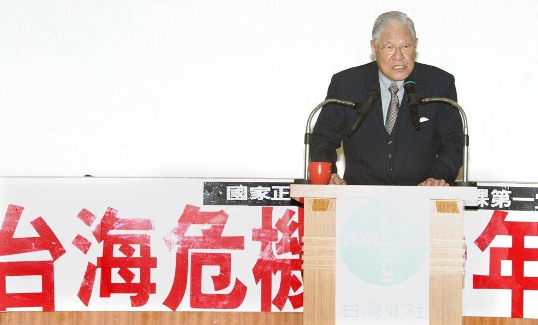 2006年,前總統李登輝出席台灣北社「台海危機十年後」論壇致詞。 圖/報系資料照...