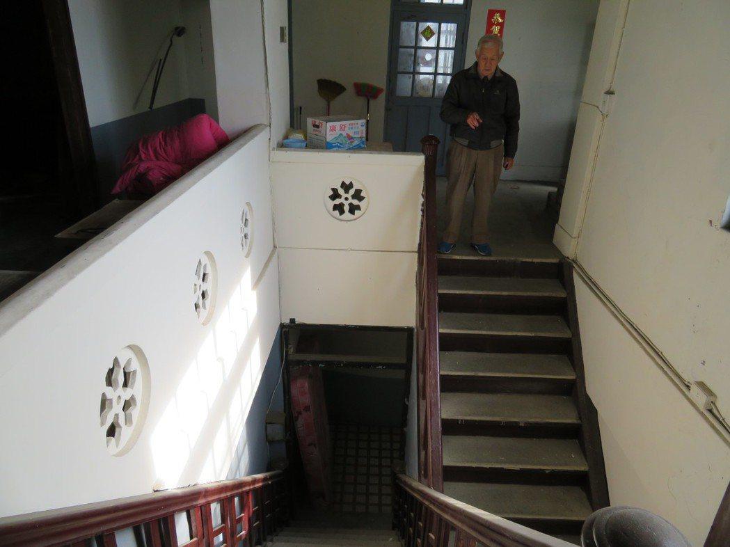 走過一甲子老旅社嘉義縣朴子市東亞大旅社,有獨一無二剪刀式樓梯。 記者魯永明/攝影