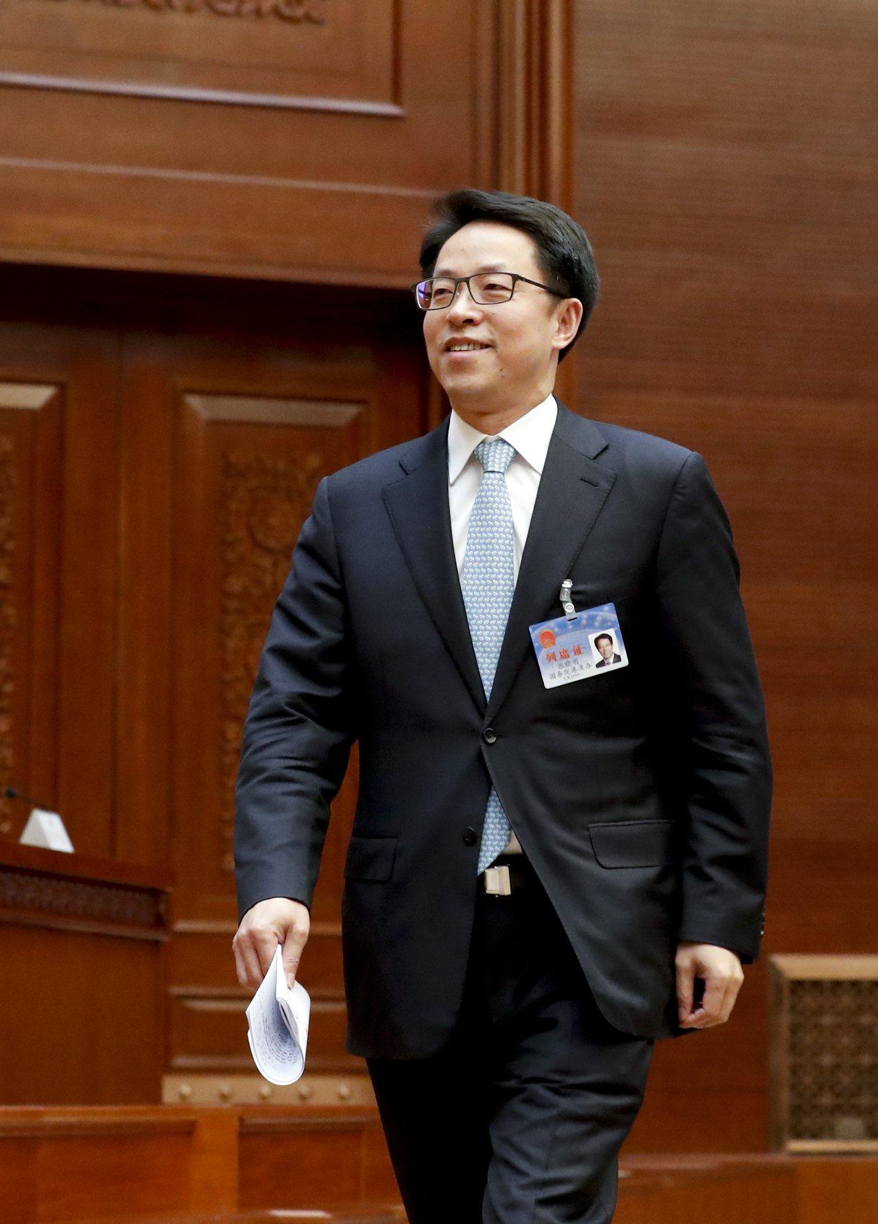 國務院港澳辦主任張曉明昨在會上說明議案時形容一地兩檢是「一國兩制實踐中遇到的新情...
