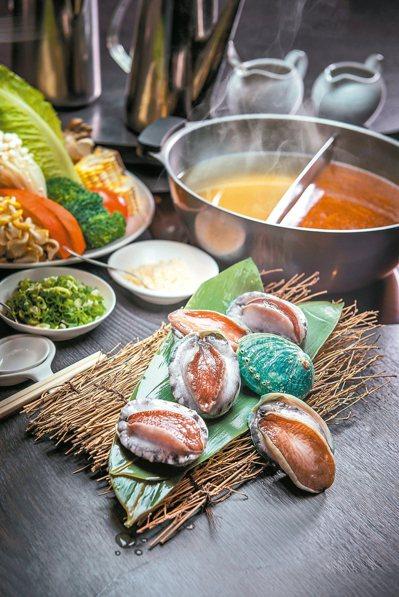 高雄漢來飯店10樓的港式海鮮火鍋,引進翡翠鮑。 圖/業者提供