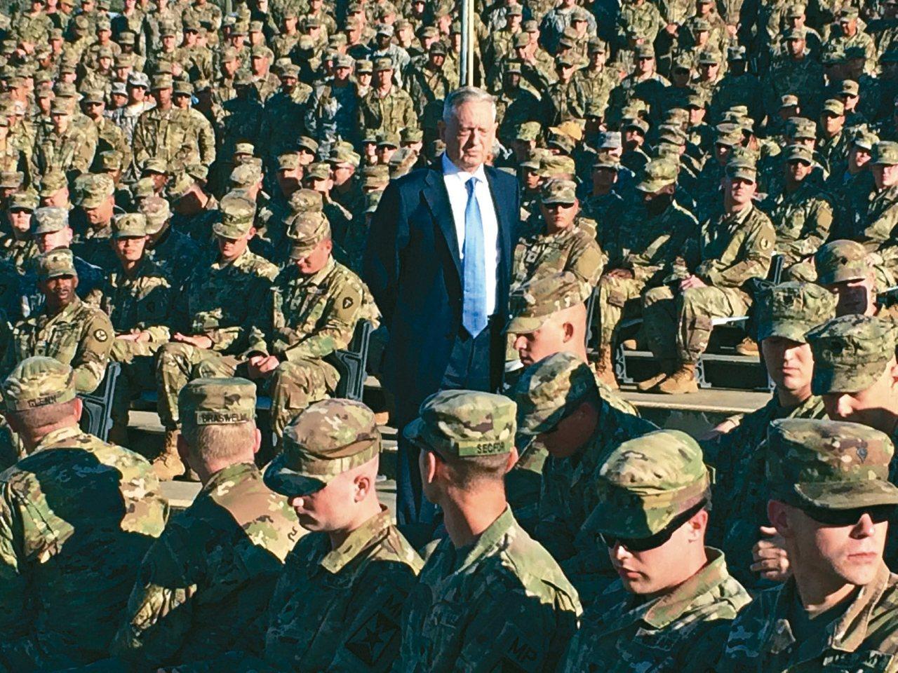 美國國防部長馬提斯22日表示,朝鮮半島戰雲密布,要求美軍做好開戰準備。圖為他21...