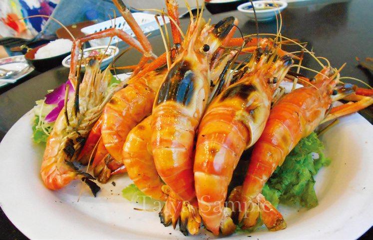 泰國出名的大頭蝦,頭大身肥,碳烤後食用。