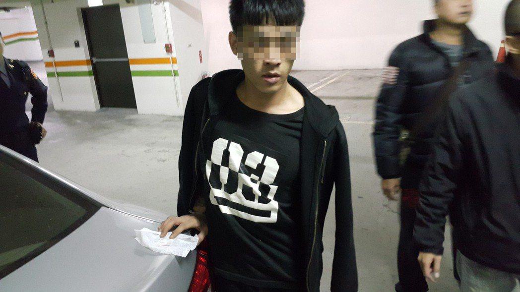 台中警方查獲李姓男子等人涉嫌持有毒品。記者游振昇/翻攝