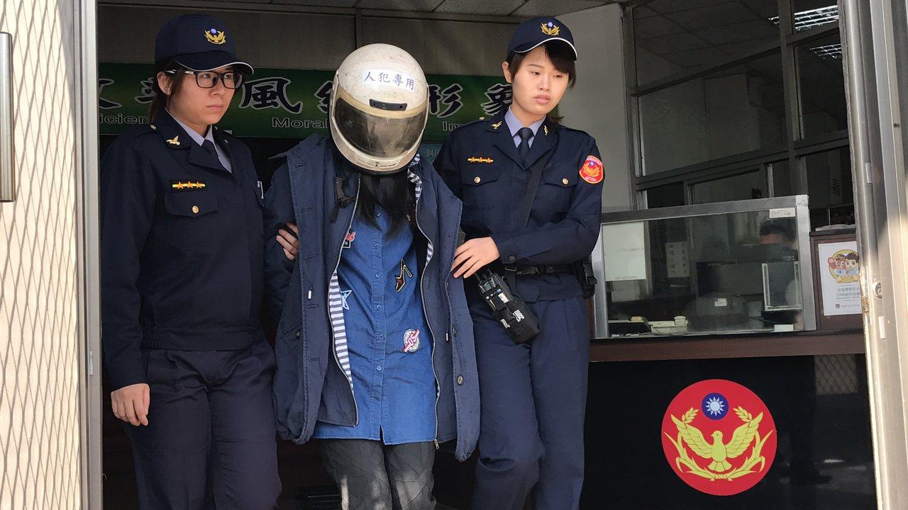警方今早將李女依公共危險罪移送。記者劉星君/攝影