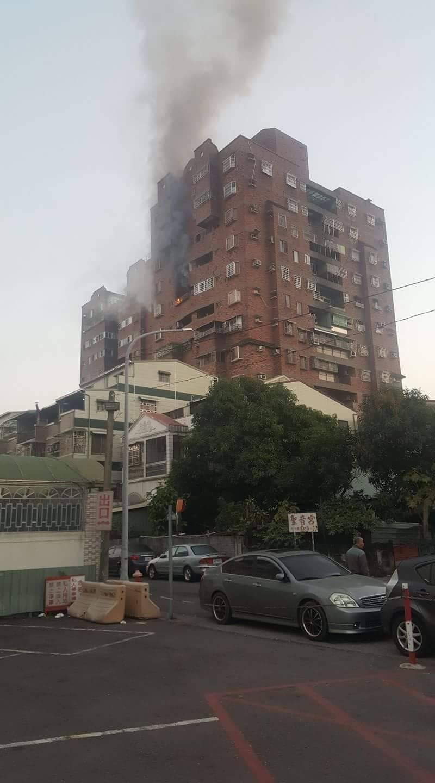 昨天清晨嘉義民宅火警,火場溫度高達八百度。圖/嘉義市消防局提供