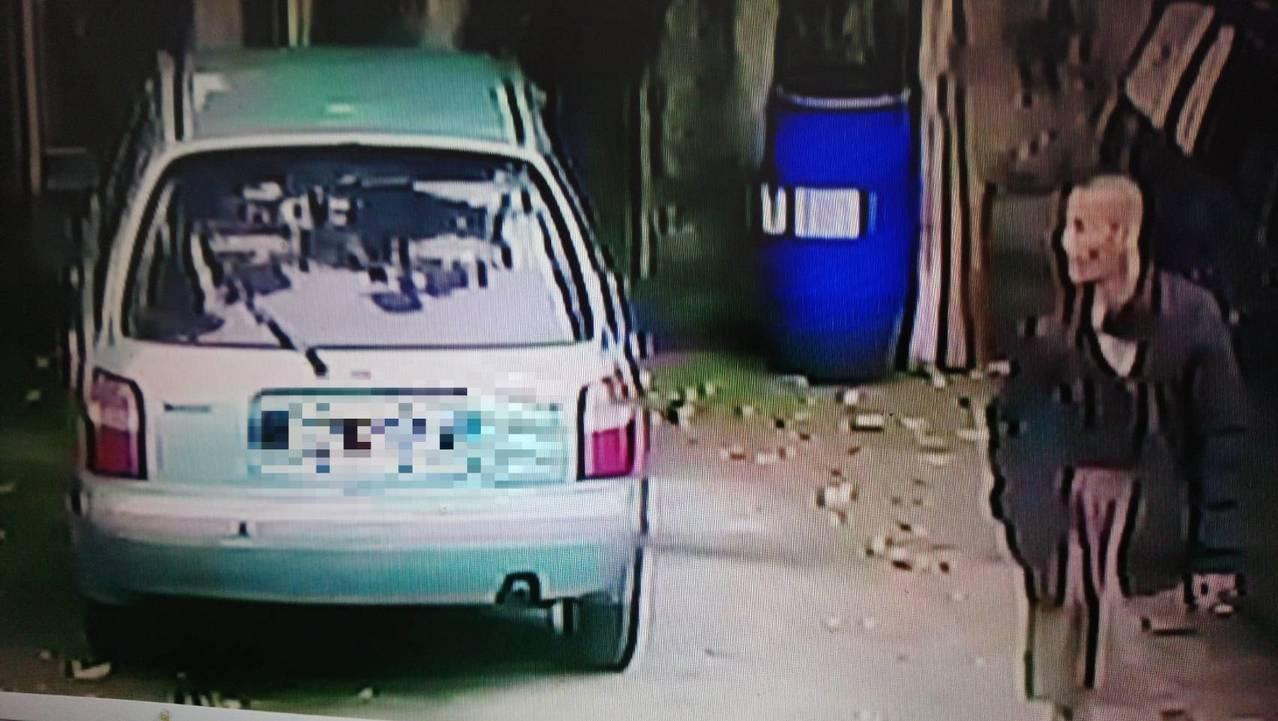 廖男日前開車到中莊,下車掏口袋時掉了該張卡片。記者卜敏正/翻攝