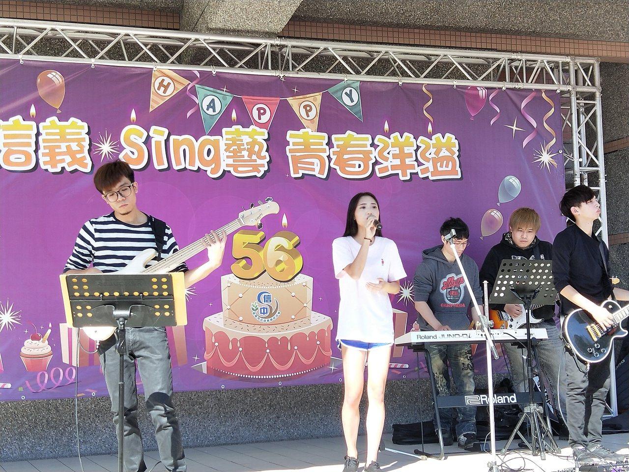 信義國中校慶像演唱會,受到學生歡迎。記者游明煌/攝影