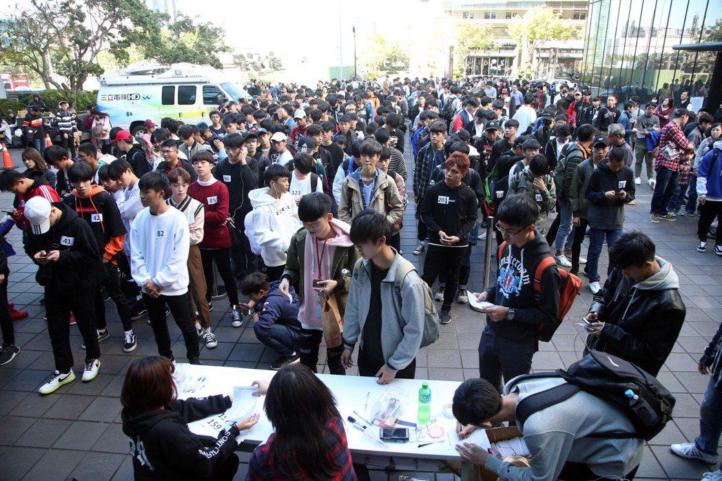 現場湧入400名男孩。記者陳瑞源/攝影