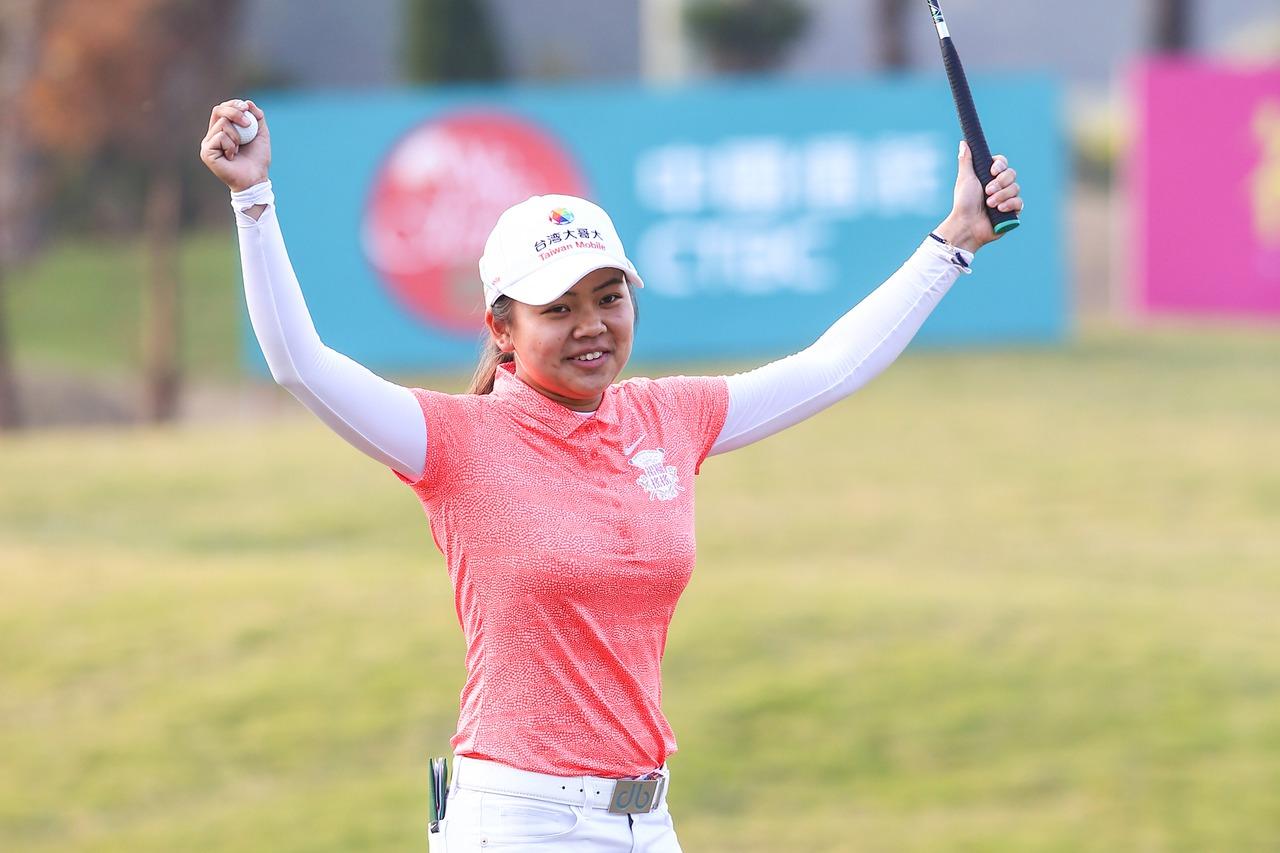 徐薇淩1桿之差封后,收下台巡賽首冠。記者王騰毅/攝影