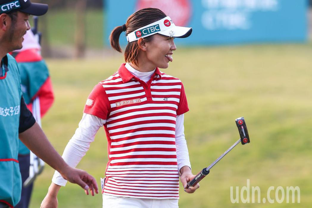2017中國信託女子高爾夫球公開賽,我國好手盧曉晴在關鍵的第十八洞表現不理想,她...