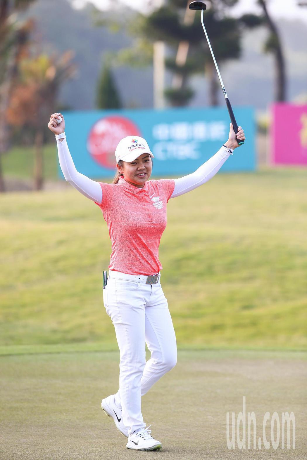 2017中國信託女子高爾夫球公開賽,我國好手徐薇凌以一桿之差險勝,奪下個人在台灣...