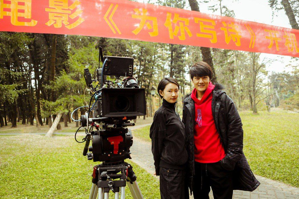 吳克群自導自演電影「為你寫詩」23日在廣州舉辦開鏡儀式,左為女主角周依然。圖/和...