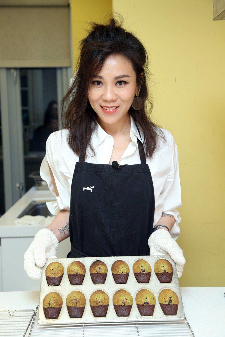 即使只是烘焙,蔡健雅要求好吃、好看,她說「我喜歡做厲害的東西,不想平庸,這是我的...