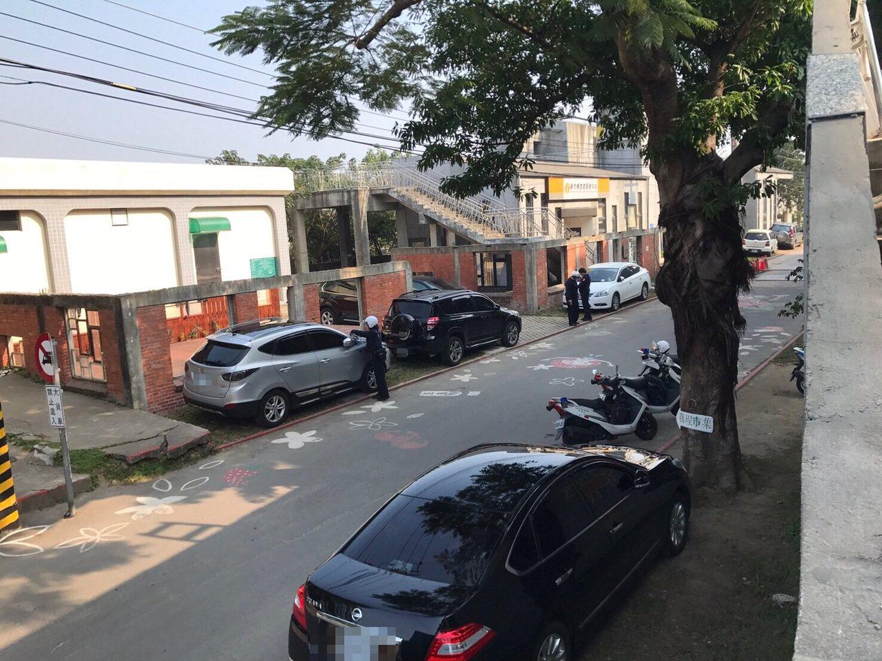 竹東藝術村因劃設紅線,嚴禁停車,警方嚴格取締。圖/民眾提供