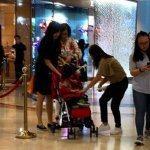 吳尊老婆林麗瑩帶兒子Max逛街。圖/摘自微博